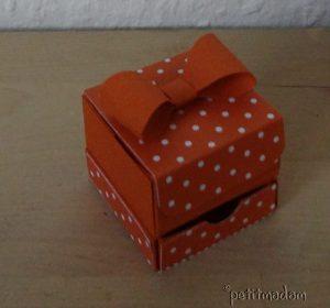 2015-05-21 geschenkschachtel mit schleife aussen